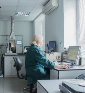 The laboratory staff is a qualified chemistry scientist